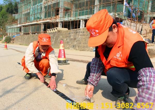混凝土路面防裂贴抗裂贴-路面裂缝治理神器-公路养护一贴灵2
