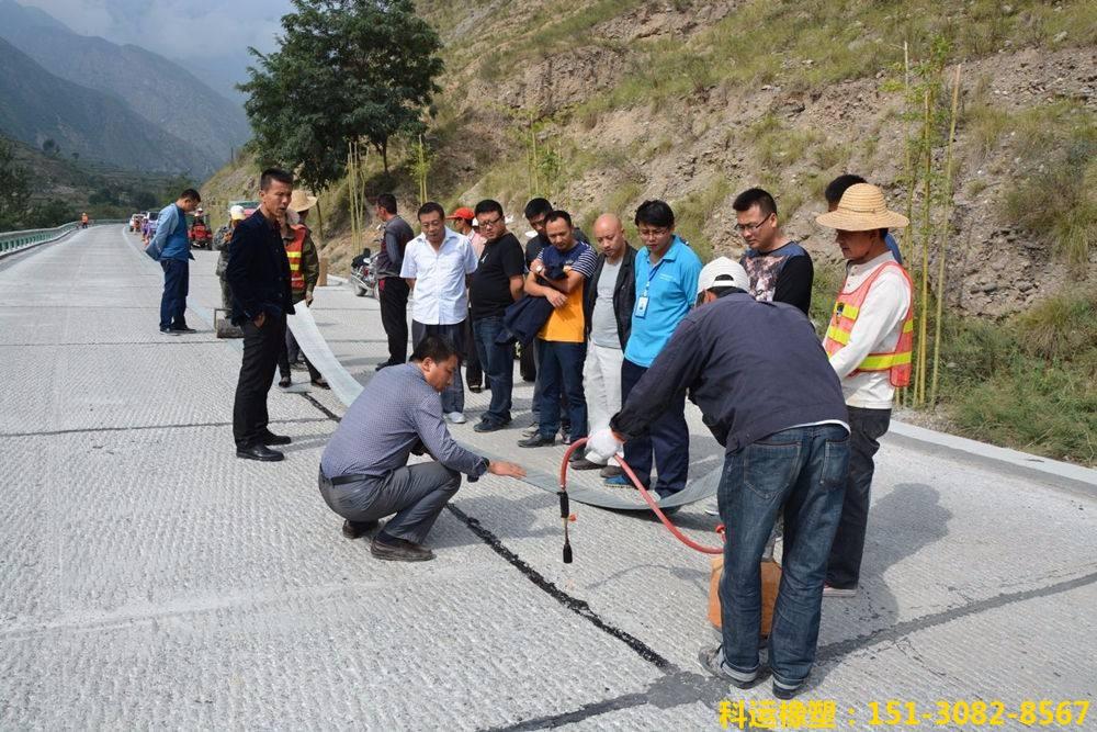 混凝土路面防裂贴抗裂贴-路面裂缝治理神器-公路养护一贴灵6