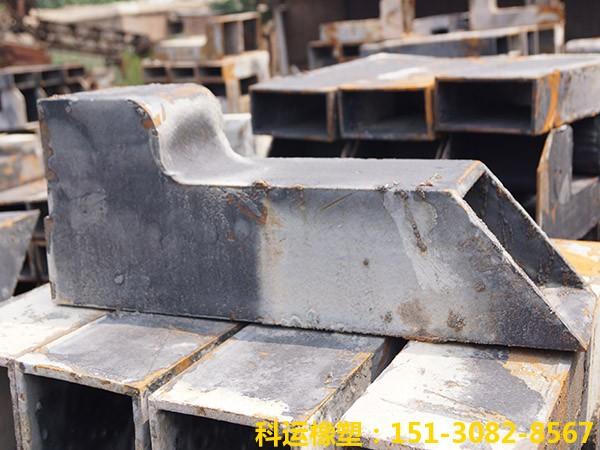 矩形铸铁泄水管2