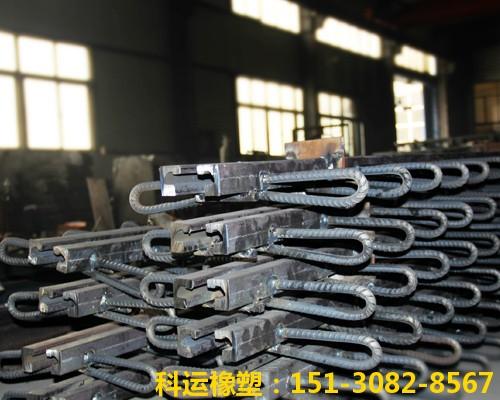 C型桥梁伸缩缝装置生产中
