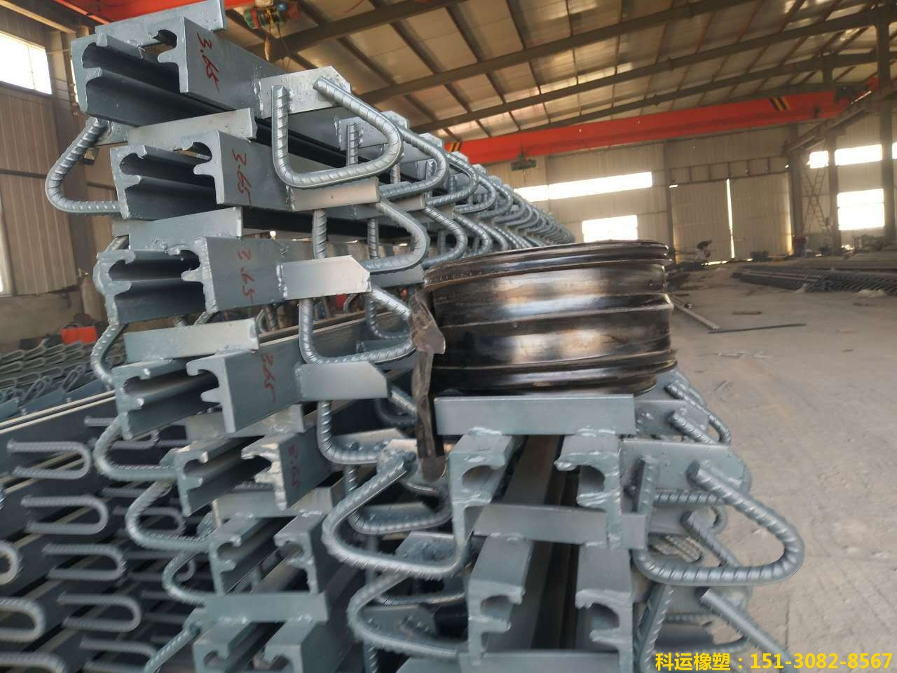F型单组式桥梁伸缩缝装置生产现场